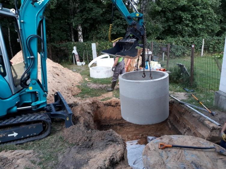 Tiek ievietoti grodi kanalizācijai